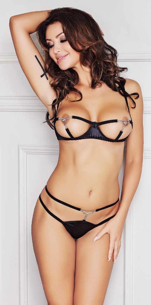 Čierny erotický komplet s retiazkami otvorená podprsenka a tanga nohavičky